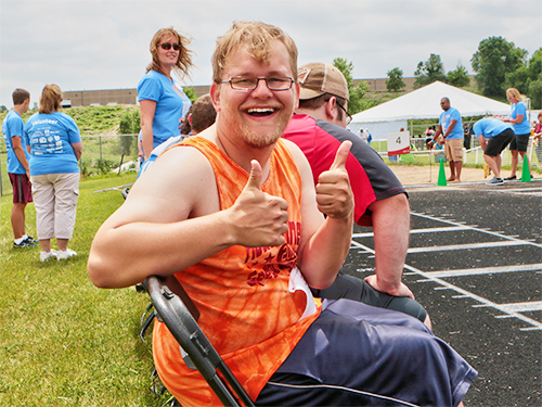 Special Olympics Minnesota athlete giving two thumbs up