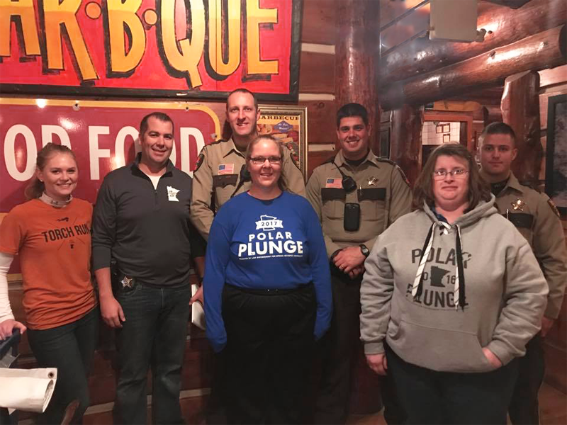 Law enforcement officers, volunteers, and athletes join together in Woodbury's Famous Dave's.